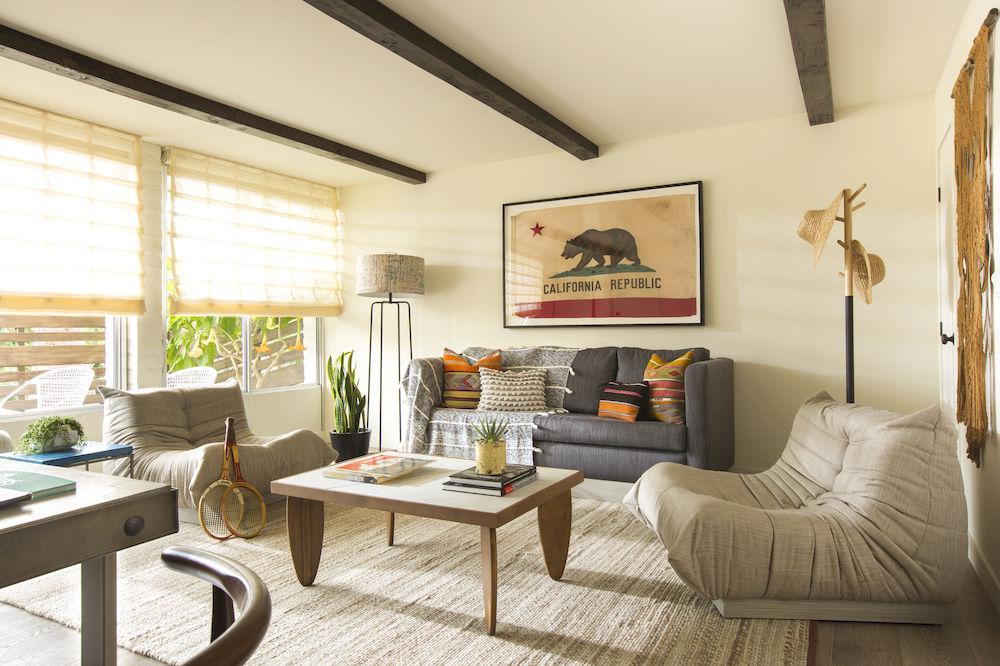 Decoração de: Sala de estar; mesa de centro com pés de prancha; Casa de Valentina