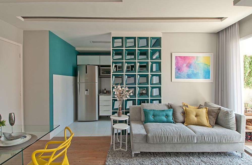 Decoração de: Sala de estar; cobogós esmaltados azuis; Casa de Valentina