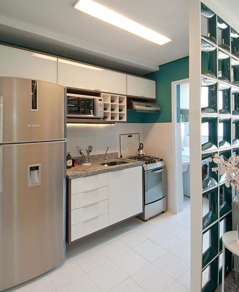Decoração de: Cozinha integrada; bancada de granito cinza; Casa de Valentina