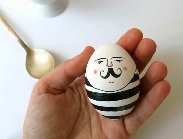 Decoração de: ovo com carinha;  Casa de Valentina