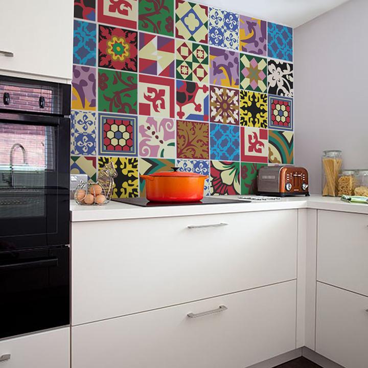 Decoração de: Detalhes; adesivos coloridos para azulejo; Casa de Valentina