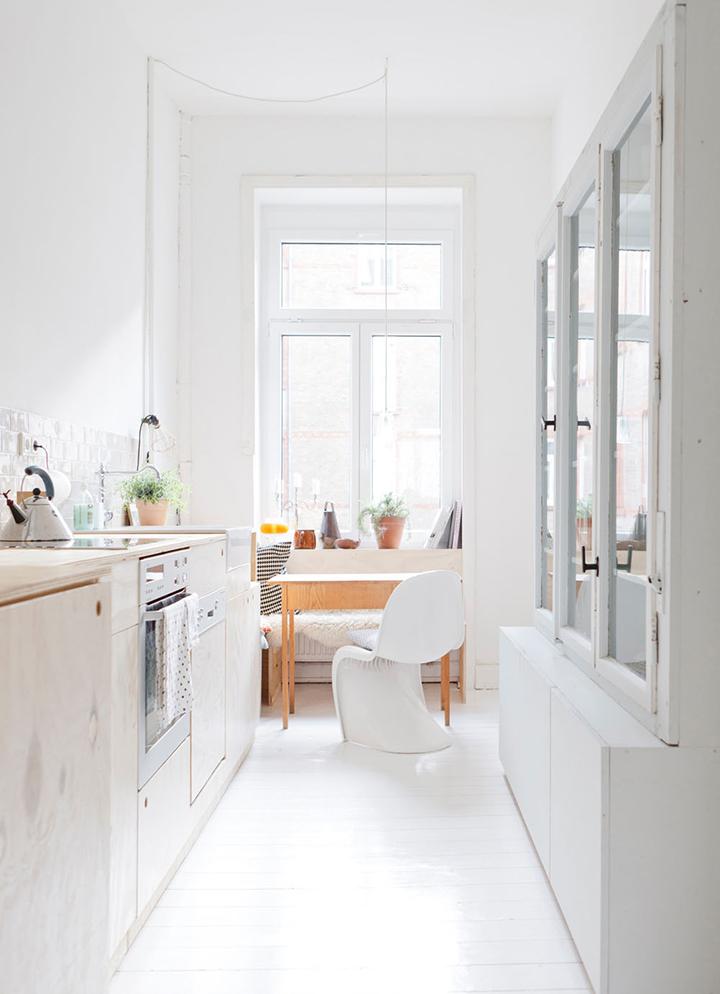 Decoração de: Cozinha; cadeira phanton branca; Caasa de Valentina