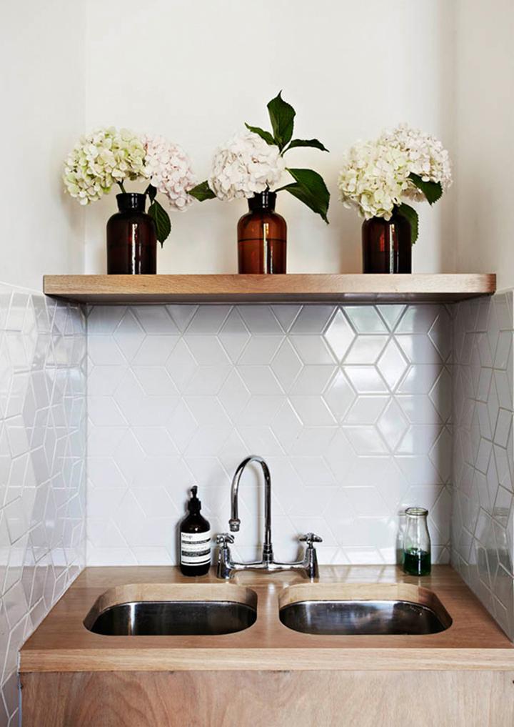 Decoração de: Detalhes ; azulejos de formatos geométricos;  Casa de Valentina