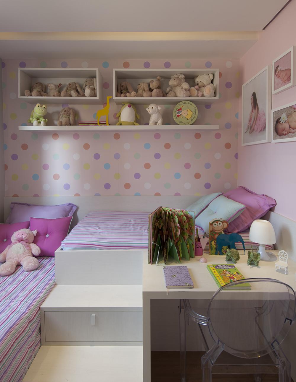 Decoração de: Quarto de criança; papel de parede poá colorido; Casa de Valentina