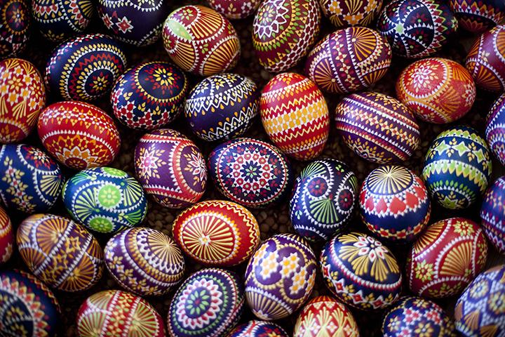 Decoração de: ovos pintados a mão;  Casa de Valentina