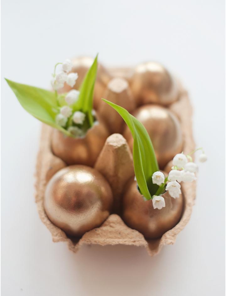 Decoração de: ovos dourados; Casa de Valentina