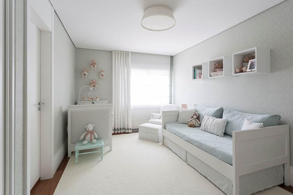 Decoração de: Quarto de bebê; papel de parede azul claro; Casa de Valentina