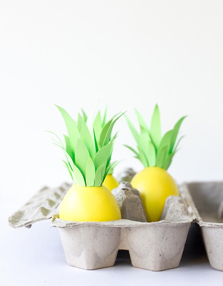 Decoração de: ovos pintados de amarelo;  Casa de Valentina