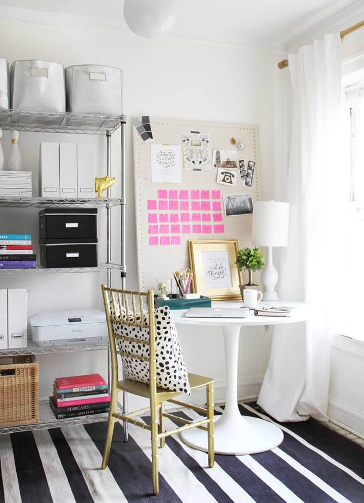 Decoração de: Home office; cadeira dourada; Casa de Valentina