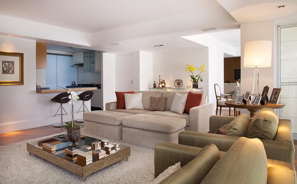 Decoração de: Sala de estar; mesa de centro espelhada; Casa de Valentina
