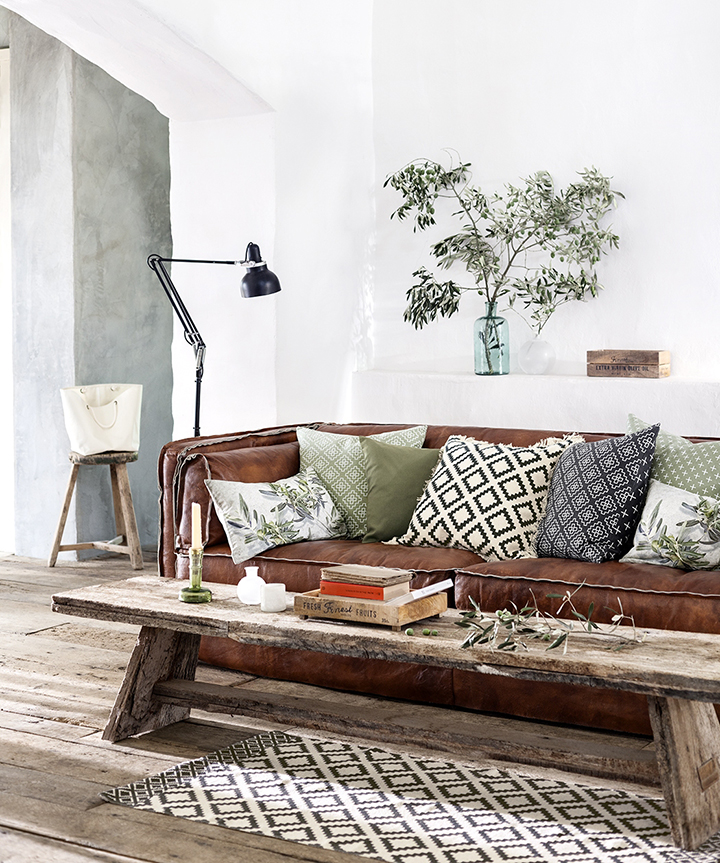 Decoração de: Sala de estar; mesa de centro de madeira reutilizada; Casa de Valentina