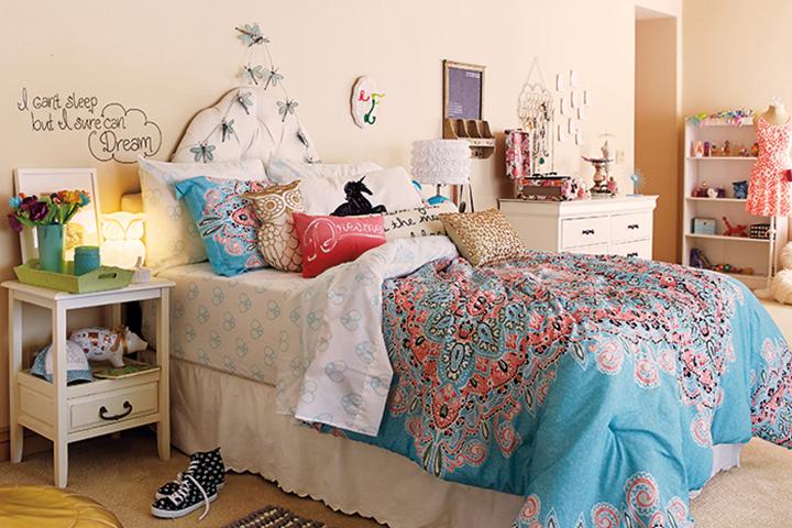 Decoração de: Quarto de solteiro; almofadas coloridas; Casa de Valentina