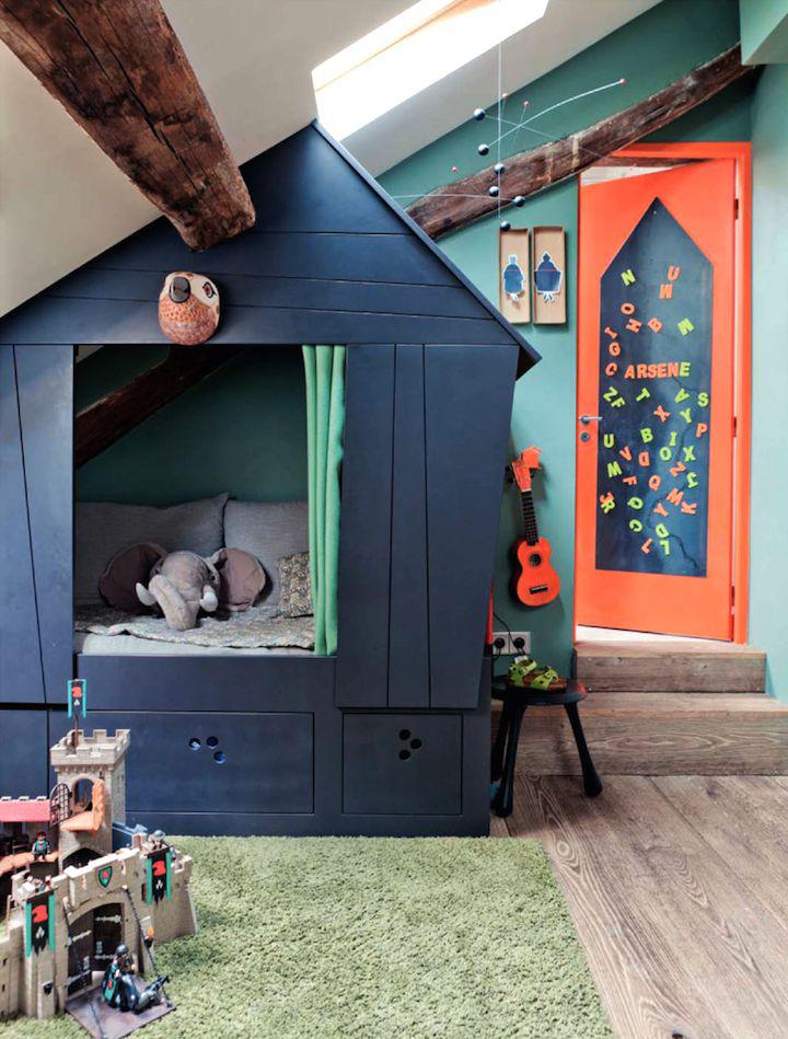 Decoração de: Quarto de criança; cama cabana azul; Casa de Valentina