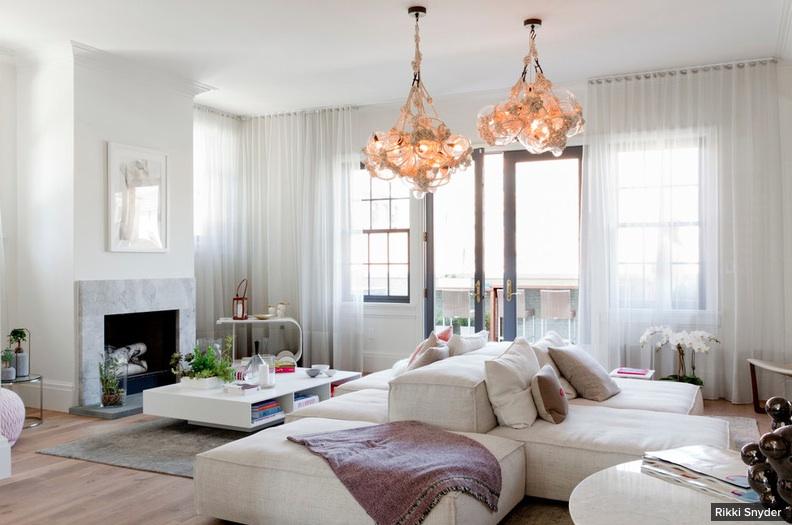 Decoração de: Sala de estar; luminária bolhas pendentes; Casa de Valentina