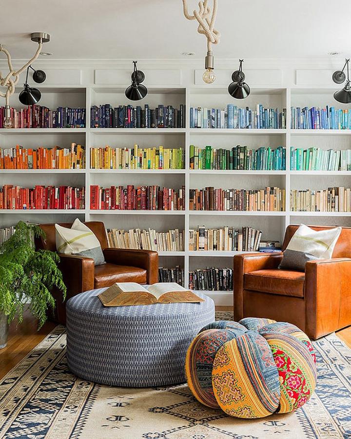 Decoração de: Biblioteca; pufe de patchwork; Casa de Valentina