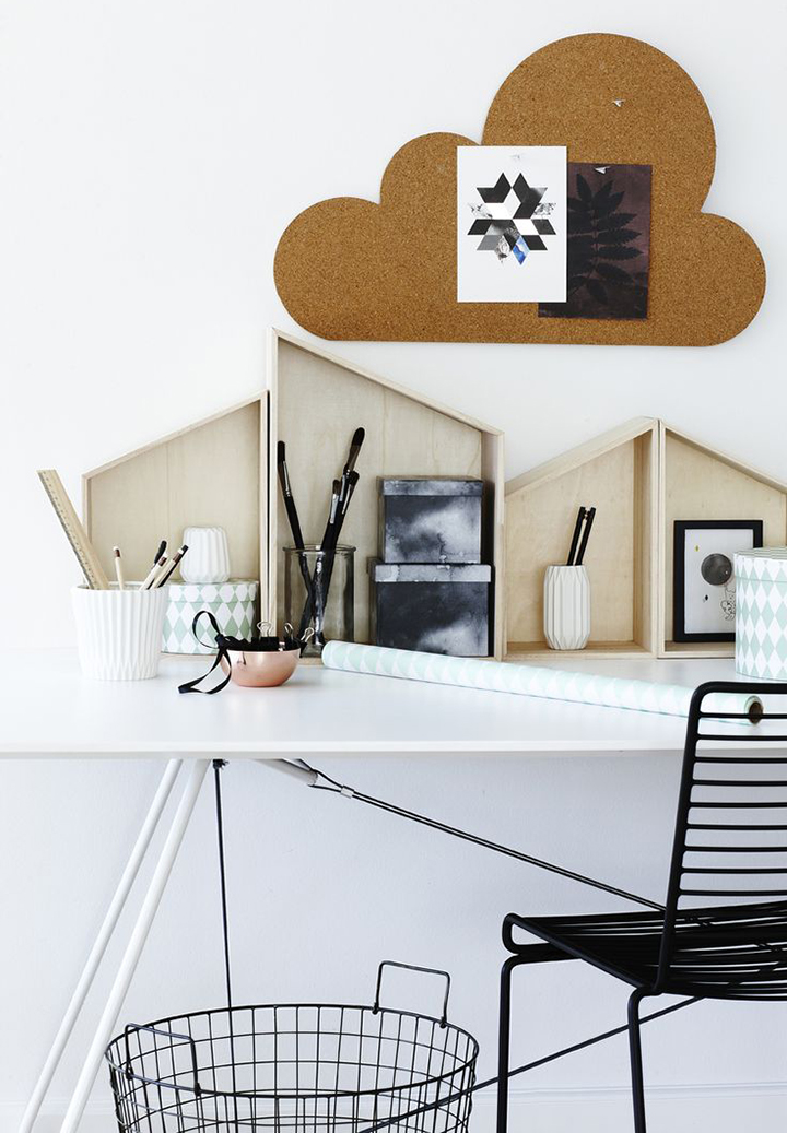 Decoração de: Detalhes; painel de cortiça em formato de nuvem; Casa de Valentina