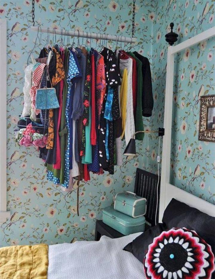 Decoração de: Detalhes; papel de parede florido; Casa de Valentina