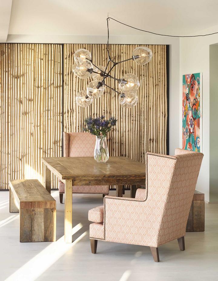 Decoração de: Sala de jantar; banco de madeira de demolição; Casa de Valentina