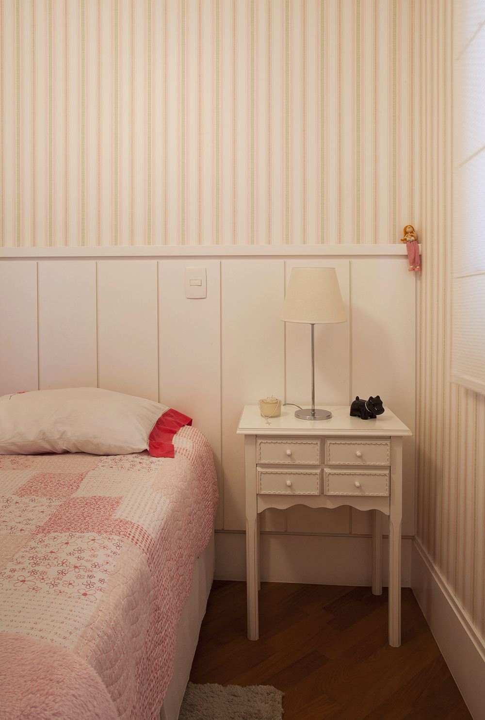 papel de parede listrado rosa; Casa de Valentina