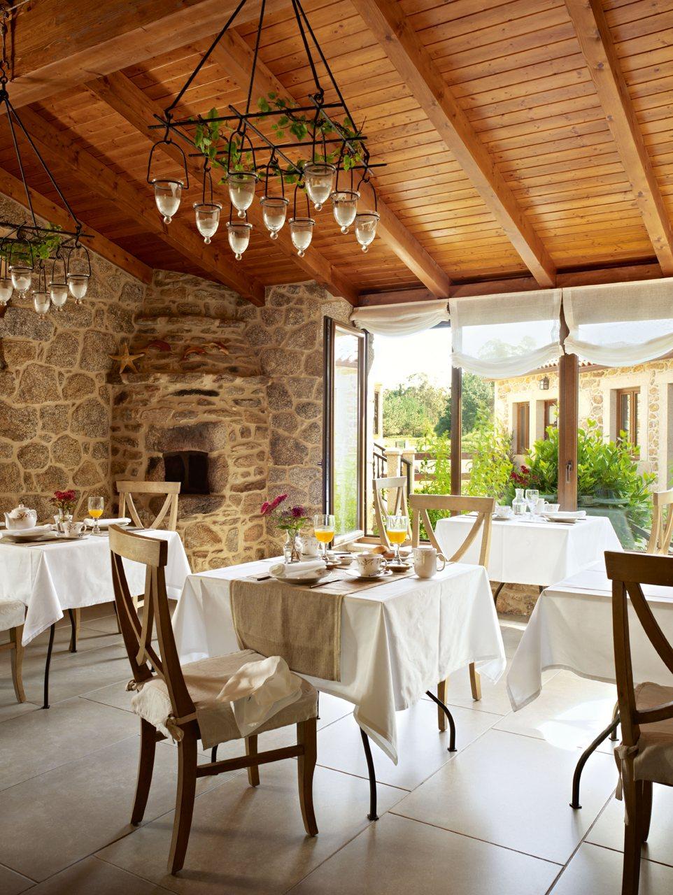 Decoração de: Sala de jantar; toalhas de mesa de linho; Casa de Valentina