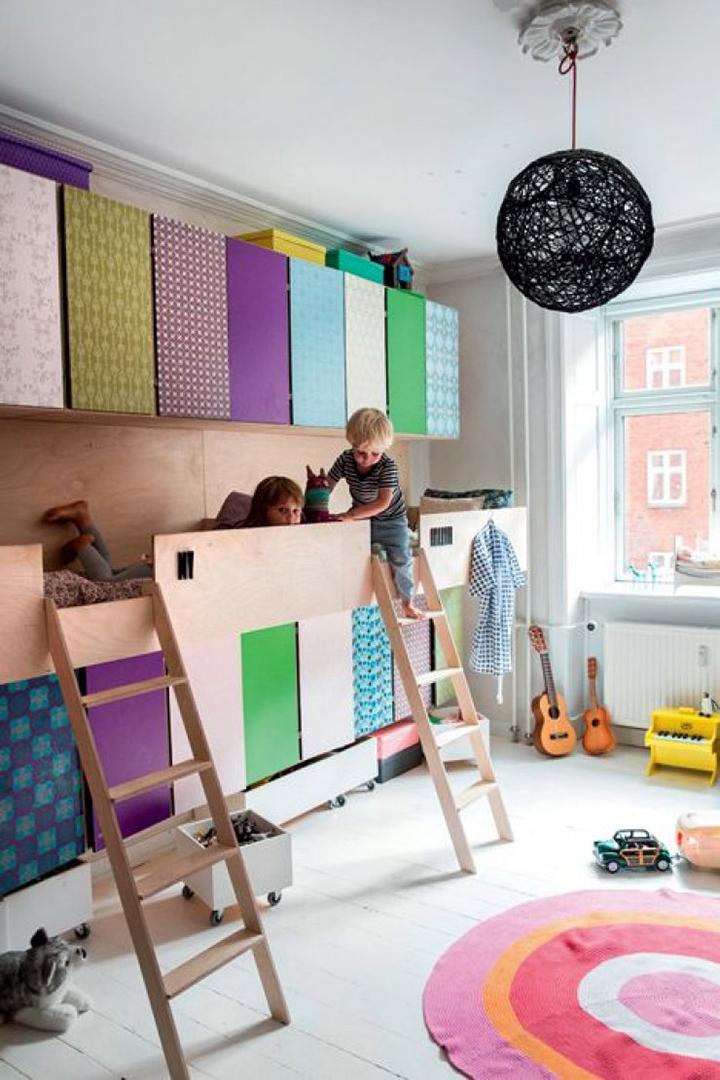 Decoração de: Quarto de criança; portas coloridas do armário; Casa de Valentina