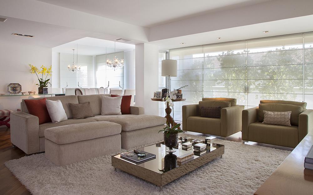 Decoração de: Sala de estar; sofá bege; Casa de Valentina