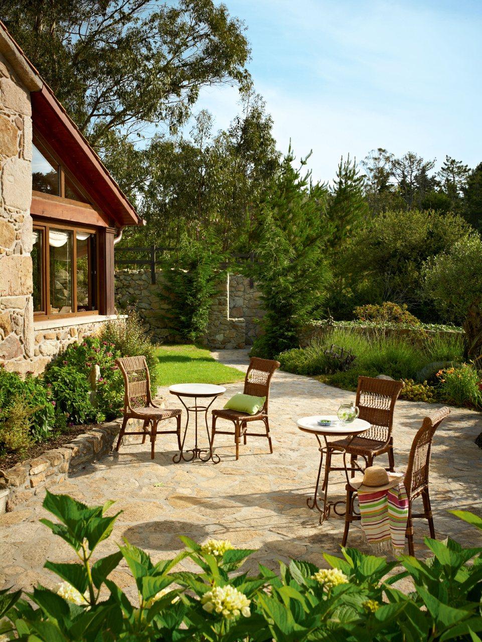 Decoração de: Jardim; cadeira de vime; Casa de Valentina