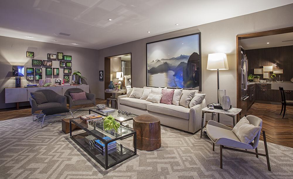 Decoração de: Sala de estar; mesa de centro retangular de vidro; Casa de Valentina