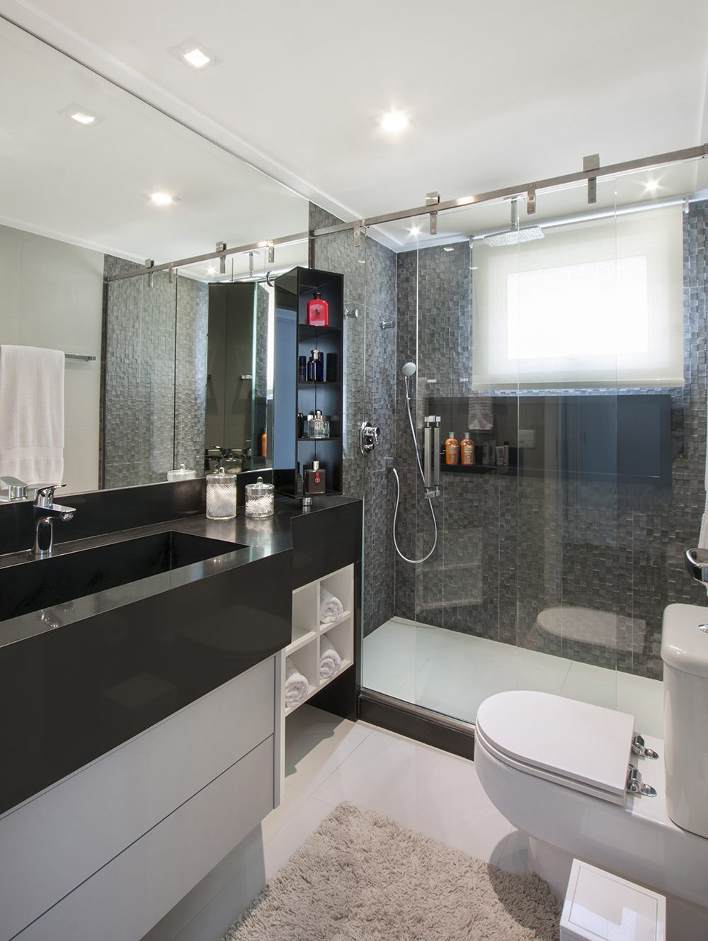 Decoração de: Banheiro; partilhas cinzas; Casa de Valentina