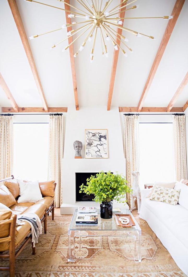Decoração de: Sala de estar; vigas de madeira; Casa de Valentina