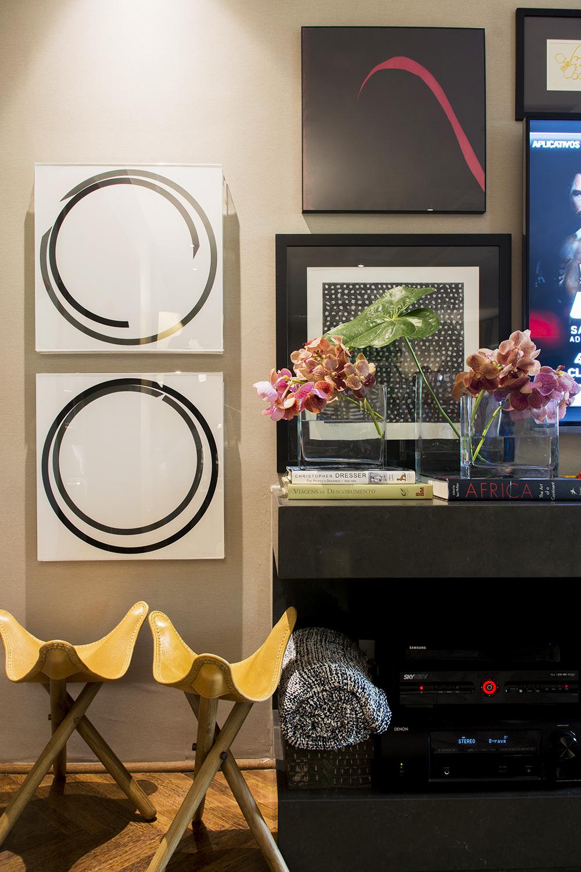 Decoração de: Detalhes; bancos de couro dobráveis; Casa de Valentina
