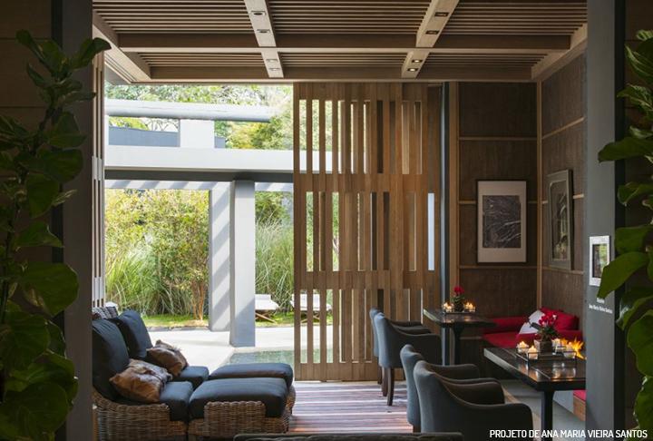 Decoração de: Sala de estar; paredes de madeira; Casa de Valentina