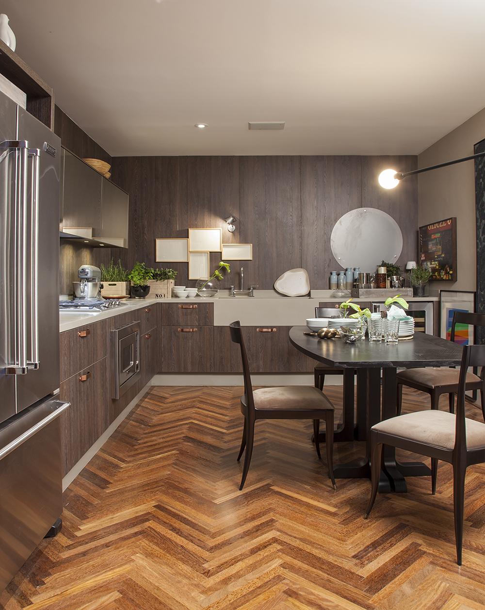 Decoração de: Sala de jantar; acabamentos de madeira; Casa de Valentina