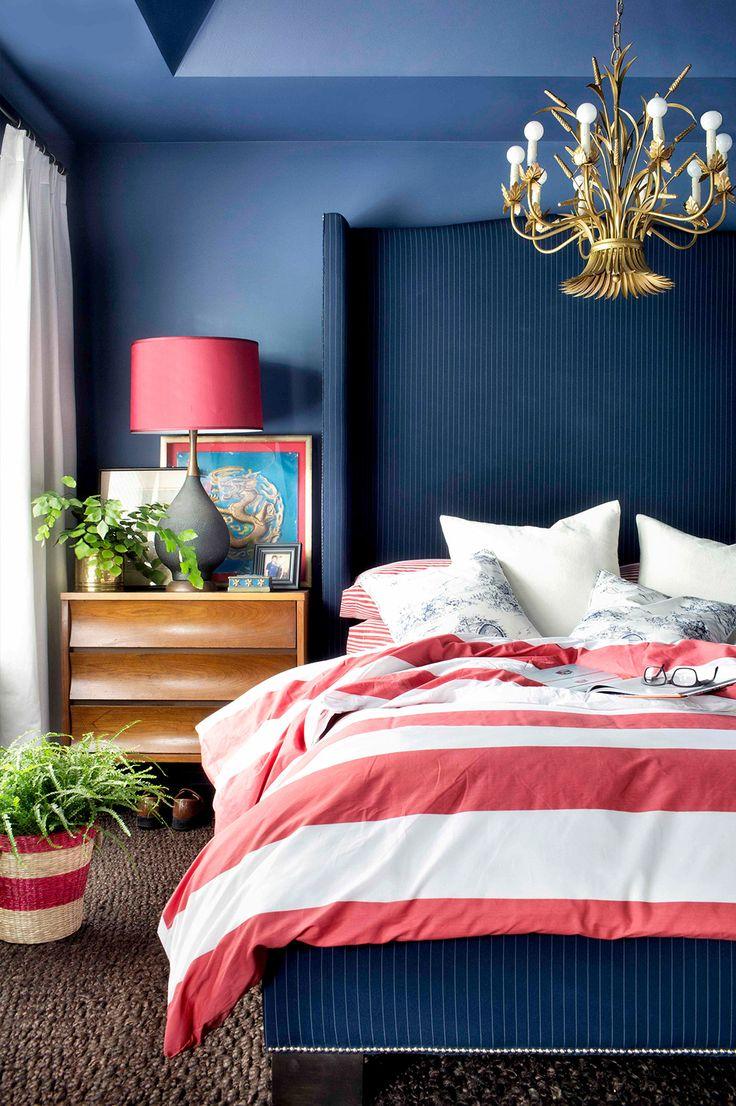 Decoração de: Quarto de casal; parede azul klein; Casa de Valentina
