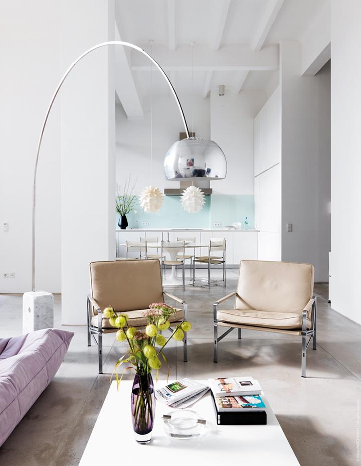 Decoração de: Sala de estar; superfícies brancas; Casa de Valentina