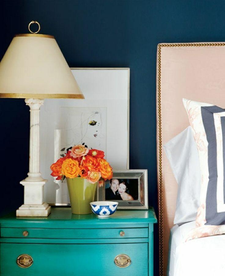 Decoração de: Detalhes; parede azul escura; Casa de Valentina