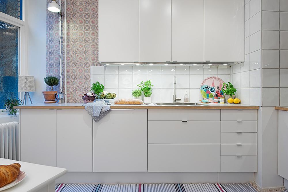 Decoração de: Cozinha; papel de parede geométrico; Casa de Valentina