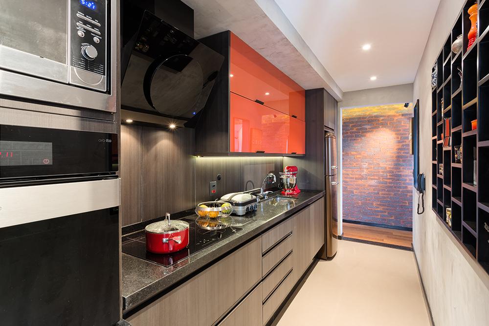 Decoração de: Cozinha; armários laranjas; Casa de Valentina