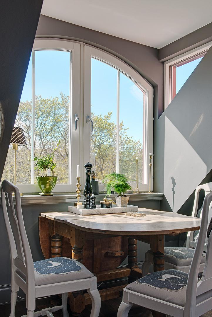 Decoração de: Detalhes; cadeiras brancas; Casa de Valentina