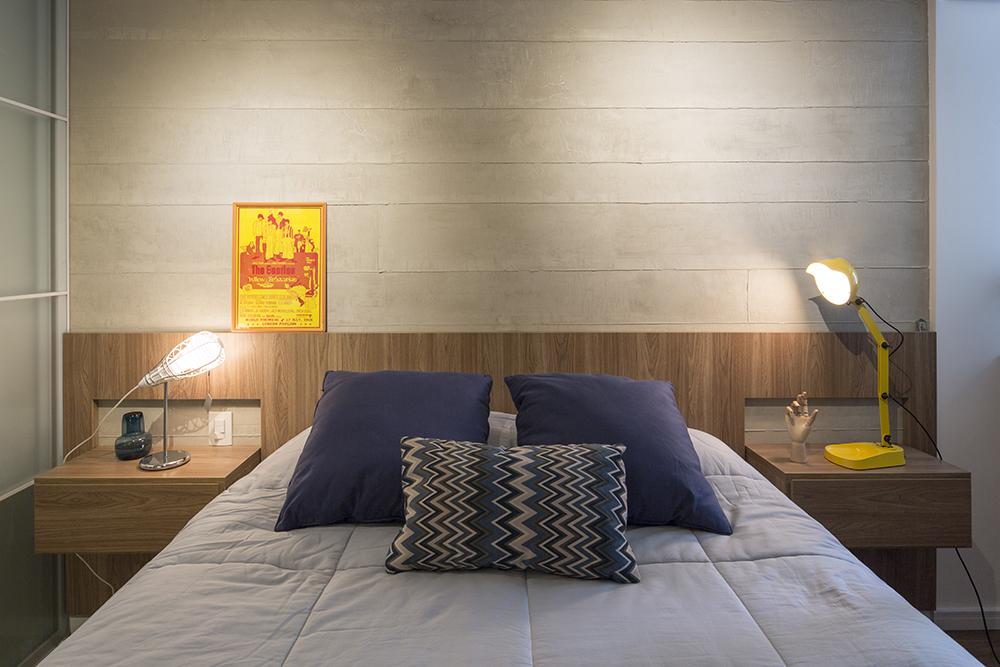 Decoração de: Quarto de casal; almofada chevron azul; Casa de Valentina