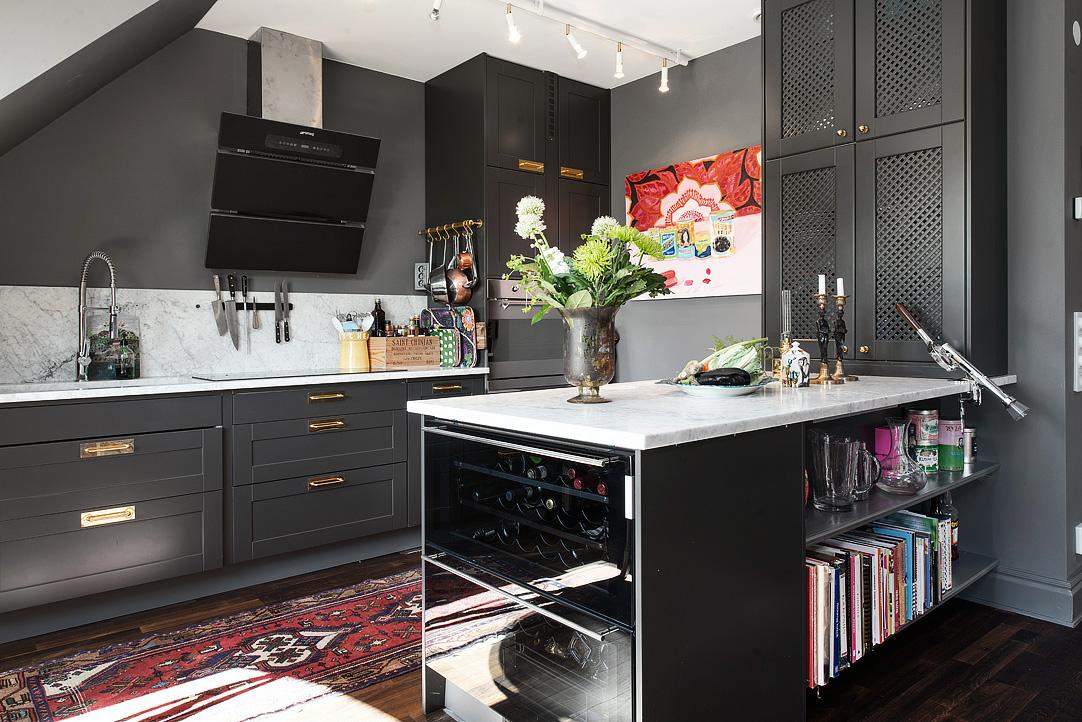 Decoração de: Cozinha integrada; detalhes em mármore; Casa de Valentina