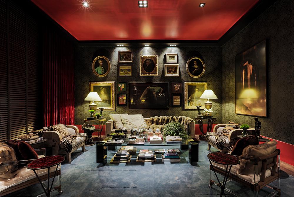 Decoração de: Sala de estar; teto vermelho; Casa de Valentina