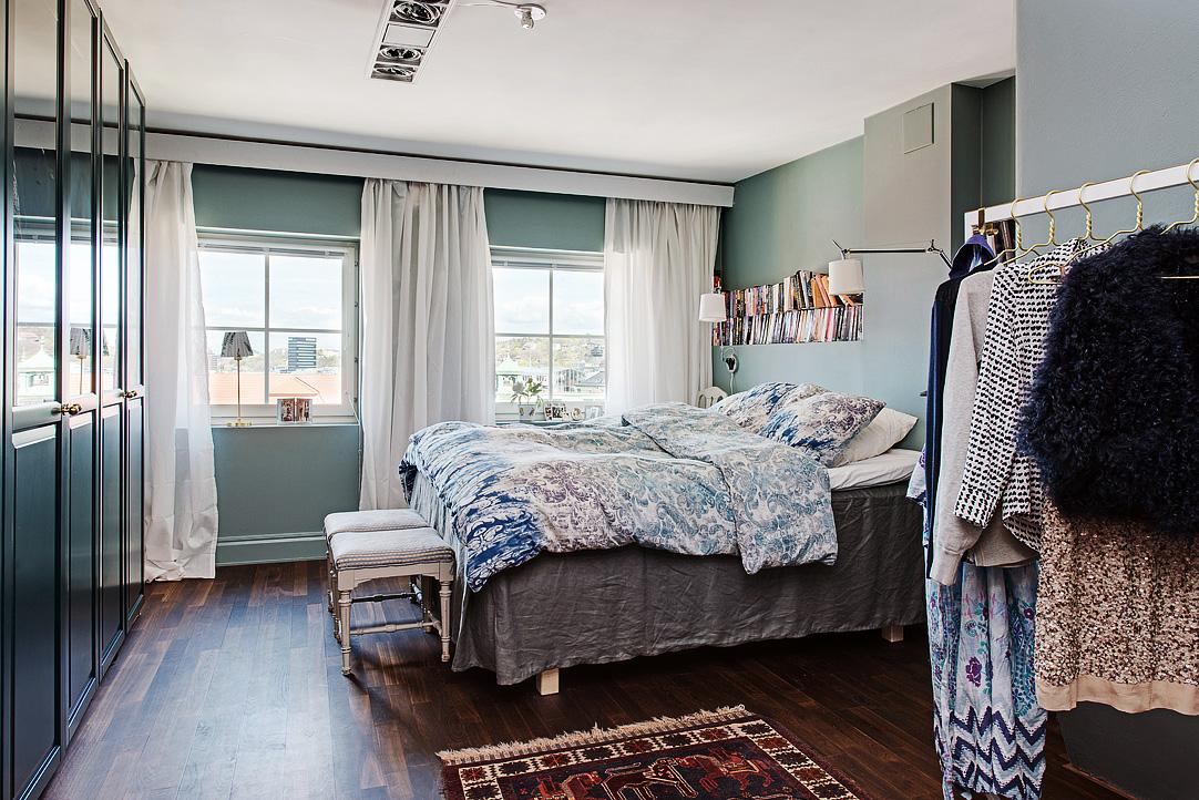 Decoração de: Quarto de casal; parede azul acinzentado; Casa de Valentina