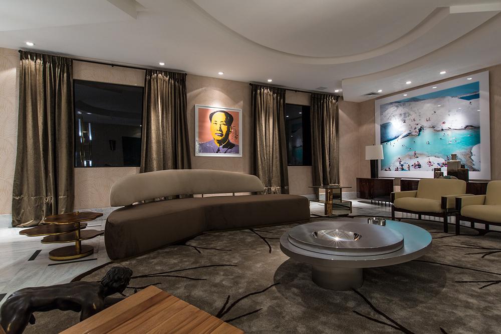 Decoração de: Sala de estar; sofá retrô; Casa de Valentina