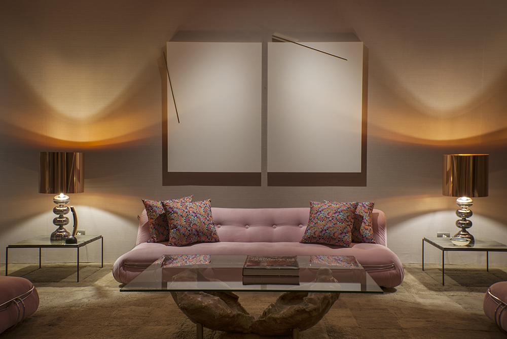 Decoração de: Sala de estar; sofá rosa; Casa de Valentina