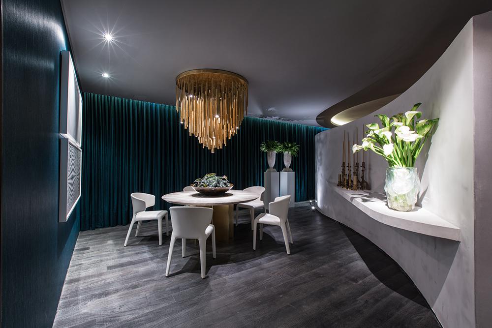 Decoração de: Sala de jantar; cortinas verdes; Casa de Valentina