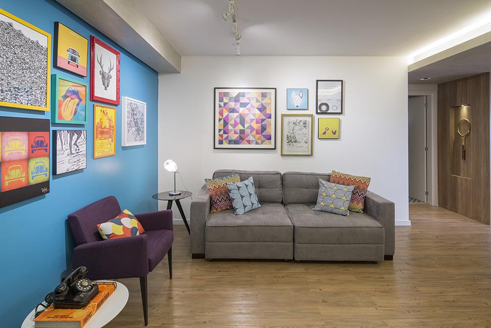Decoração de: Sala de estar; sofá dois lugares cinza; Casa de Valentina
