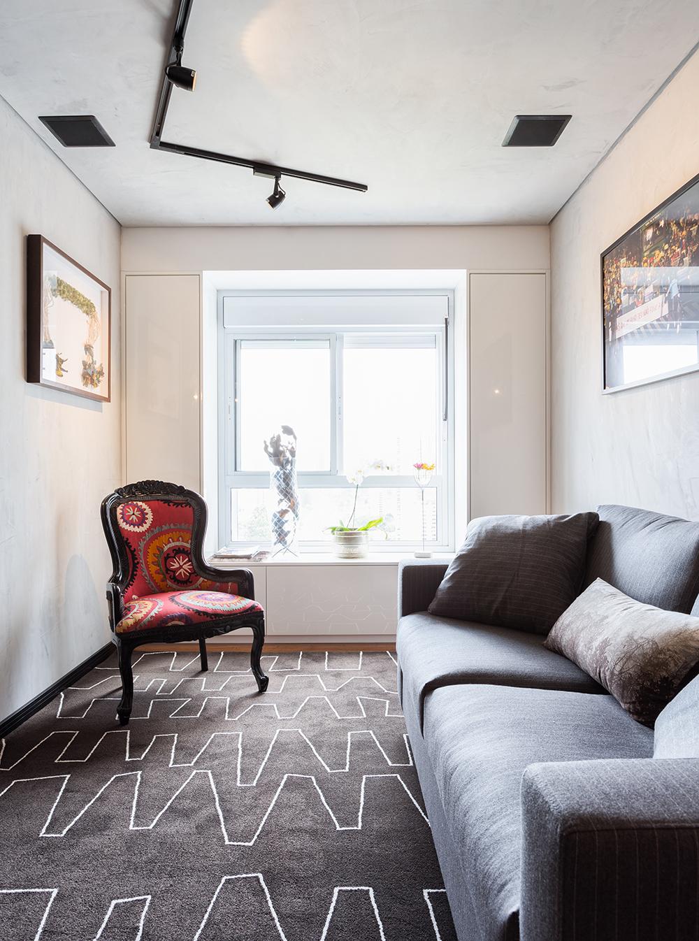 Decoração de: Detalhes; tapete cinza com estampa geométrica; Casa de Valentina