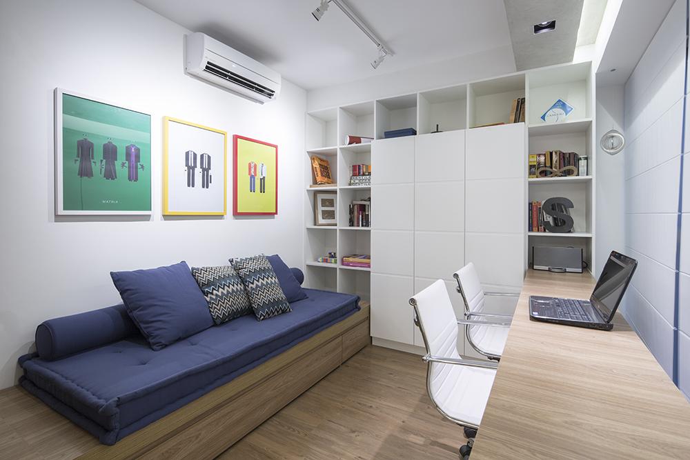 Decoração de: Home office; futon azul; Casa de Valentina
