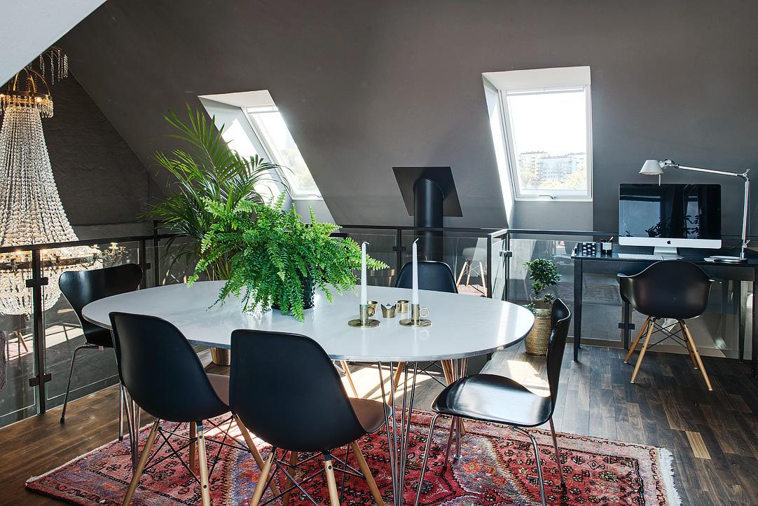 Decoração de: Sala de jantar; mesa oval branca; Casa de Valentina